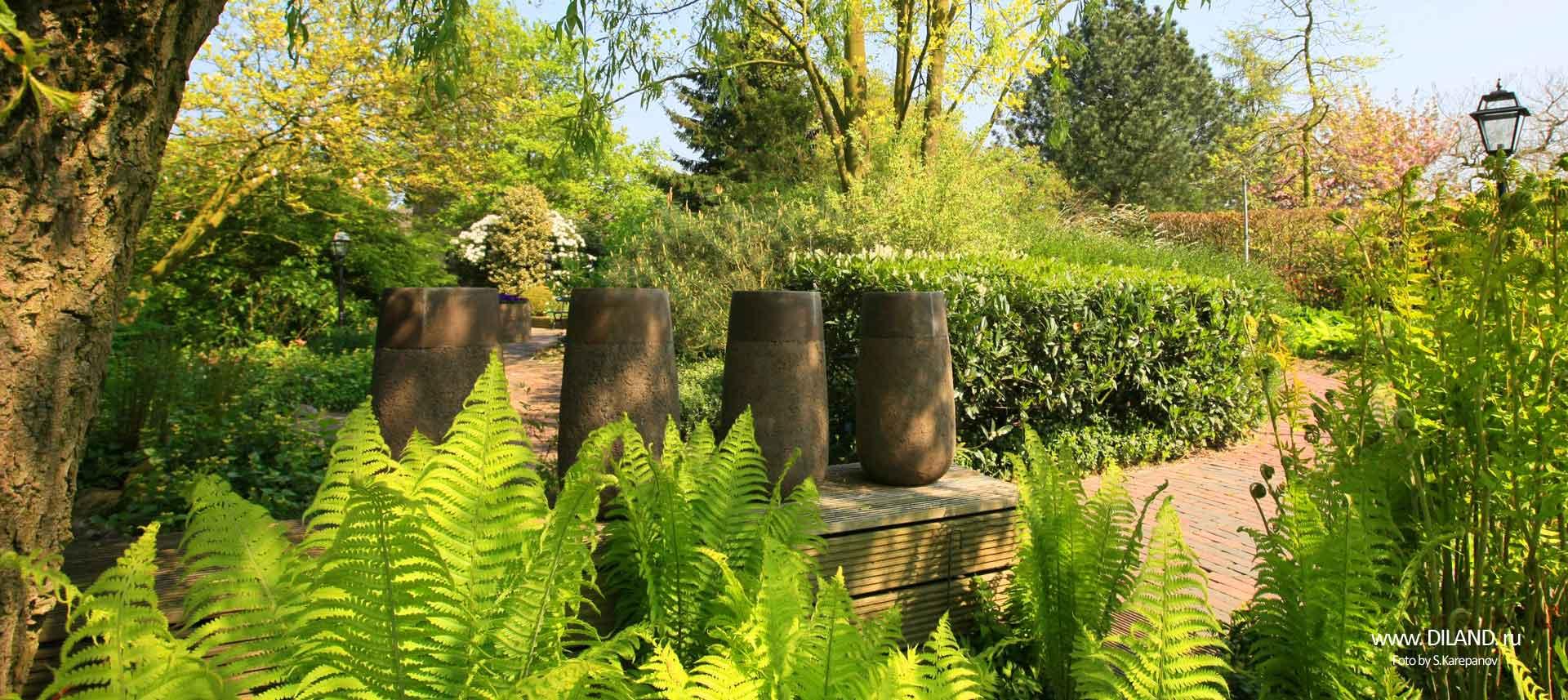 вазоны в саду фото